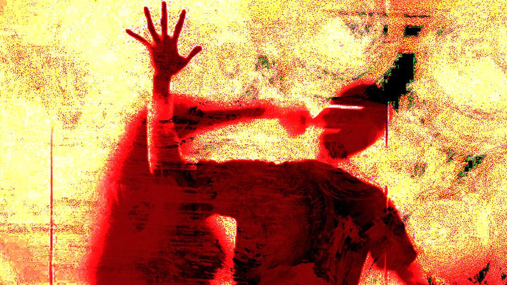 অন্য দিকে, ইন্দুর বাড়ি থেকেও পাত্র দেখা হচ্ছিল। ইন্দু তাতে সায়ও দেন। সুভাষ যেমন ইন্দুকে তাঁর পুরো পরিকল্পনার বিষয়টি সাইপ্রাইজ বলে চেপে গিয়েছিলেন, তেমনই ইন্দু তাঁর পাত্র দেখার বিষয়টি সুভাষকে জানাননি।