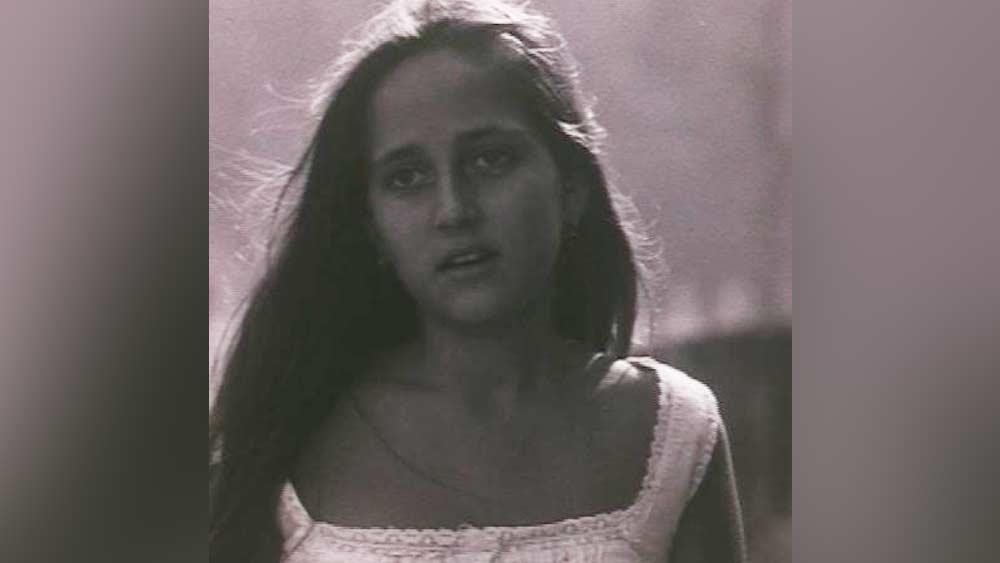 বম্বে ইন্টারন্যাশনাল স্কুলের প্রাক্তন ছাত্রী সঞ্জনার অভিনয় শুরু ১৯৮১ সালে। তাঁর বাবা শশী কপূরের প্রযোজনা এবং অপর্ণা সেনের পরিচালনায় '৩৬, চৌরঙ্গি লেন' ছবিতে।