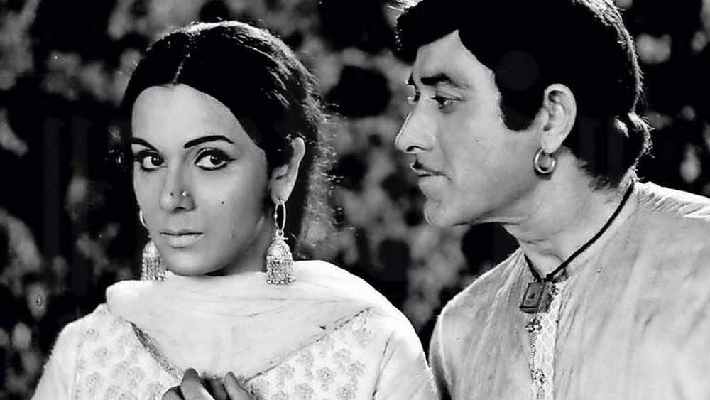 ১৯৬৪ থেকে ১৯৮৬ অবধি বাইশ বছরে মাত্র সাতটি ছবিতে অভিনয় করেছেন প্রিয়া। প্রত্যেক ছবির পরিচালকই ছিলেন চেতন আনন্দ। 'হকীকত' ছাড়া বাকি ছবিগুলি হল 'হাথো কি লকীড়েঁ', 'কুদরত', 'সাহেব বাহাদুর', 'হাসতে জখম', 'হিন্দুস্তান কি কসম' এবং 'হীর ঝঞ্ঝা'।