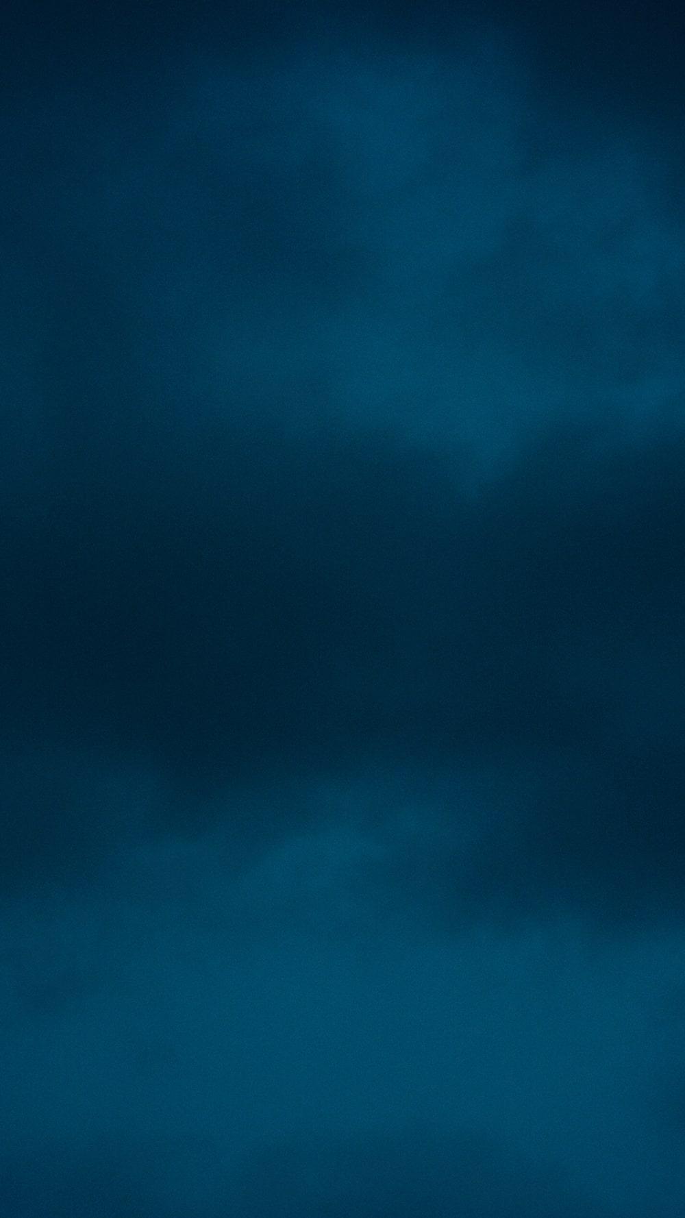 লেন্সের মধ্যে দিয়ে আলো নয়, চারপাশের অন্ধকারকেই ফুটিয়ে তুলতে চান এই 'ডার্ক ফোটোগ্রাফার'। সমাজের অন্ত্যজ শ্রেণির অন্ধকারময় জীবন, প্রকৃতির মনকেমন বার বারই তাঁকে তাড়া করে বেড়ায়।
