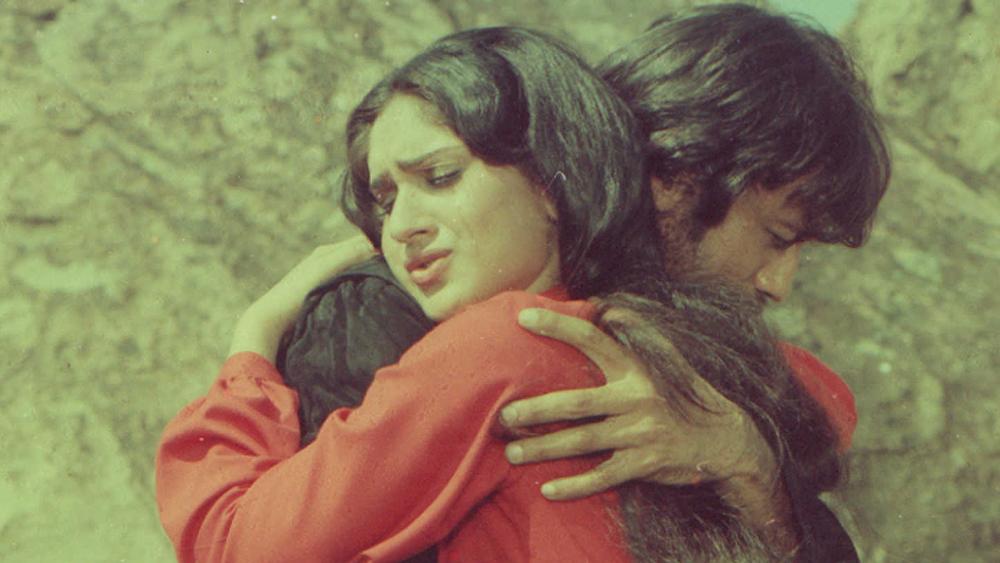 'হিরো' ছবিতে তাঁর 'তু মেরা হিরো হ্যায়' গানটি সে সময় মারাত্মক জনপ্রিয়তা পেয়েছিল শুধু মাত্র তাঁর নাচের জন্যই।