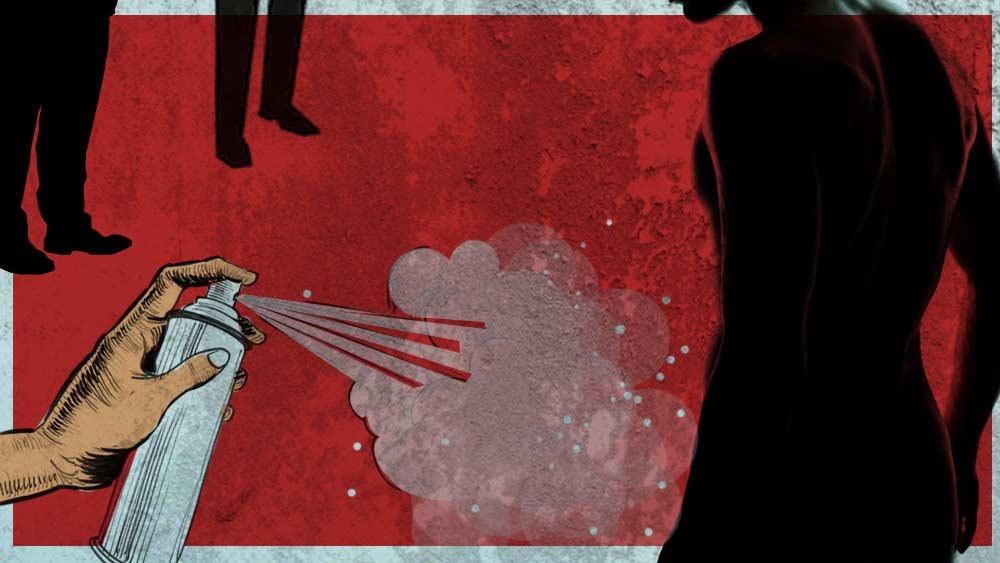 কর্মচারীর যৌনাঙ্গে স্যানিটাইজার স্প্রে করার অভিযোগ উঠেছে এক ব্যক্তির বিরুদ্ধে। গ্রাফিক: তিয়াসা দাস।
