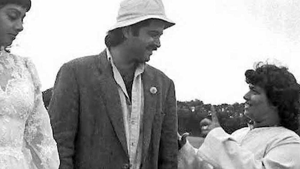 বিয়ের পরের দুই বছরের মধ্যে দু'টি সন্তানের মা হন সরোজ। প্রথম সন্তান ছেলে। দ্বিতীয়টি ছিল মেয়ে। মাত্র আট মাস পাঁচ দিন বয়সে সরোজের সেই শিশুকন্যা মারা যায়। তাকে দুপুরে সমাধিস্থ করে বিকেলের ট্রেন ধরেছিলেন তিনি। সিনেমার গানের সঙ্গে কোরিয়োগ্রাফি করবেন বলে।