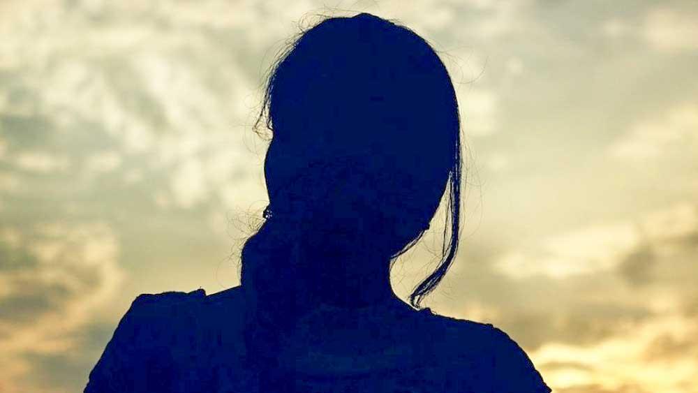 নিজের হাতে সবসময় রক্তের দাগ দেখতে পেতেন সেহমত। তাঁর ছেলেকে লালন পালন করে বড় করেছিলেন অভিনব। তিনি সেহমতের জন্য সারা জীবন বিয়ে করেননি। সেহমত দেশে ফেরার পর অভিনব নিজের পরিবারের বিরুদ্ধে গিয়ে সেহমতকে বিয়ে করতে চেয়েছিলেন। কিন্তু সেহমতের সম্মতি পাননি।  (ছবি: সোশ্যাল মিডিয়া)