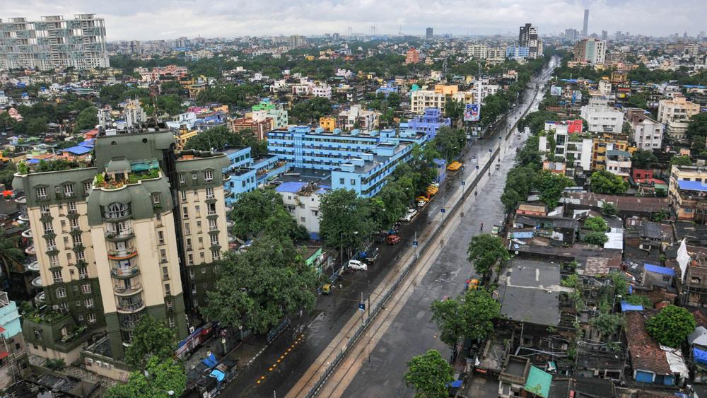 শুনশান কলকাতার রাস্তাঘাট। ছবি-পিটিআই।