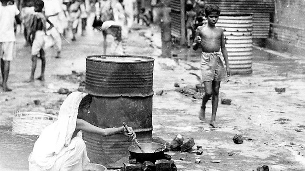 ছিন্নমূল: শিয়ালদহ স্টেশনে উদ্বাস্তুদের ভিড়, ১৯৫০