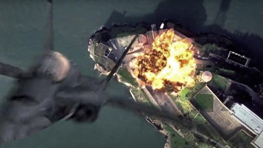 হলিউডি ছবির ক্লিপিংস টুকে চিনা বিমানবাহিনীর প্রচার—: 'দ্য রক' সিনেমার দৃশ্য।
