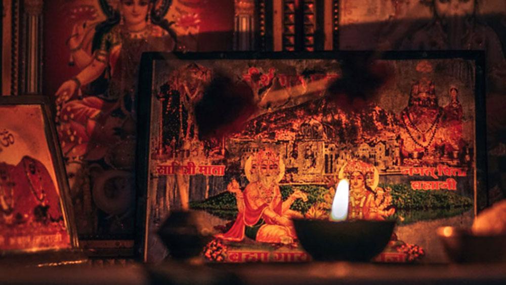 স্বামীর সঙ্গে জদ্দনবাঈও অনেক সময় হিন্দু রীতি-নীতি নিয়ে চর্চা করতেন। জদ্দনবাঈয়ের হিন্দু নাম ছিল জয়াদেবী ত্যাগী।