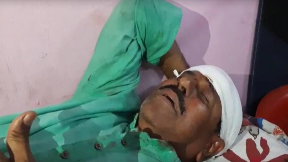 আহত গিয়াসউদ্দিন মোল্লা।