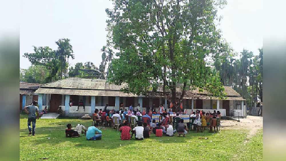 বড়দিঘি চা-বাগান এলাকার ছাওয়াফুলি গ্রামে প্রচারসভা।