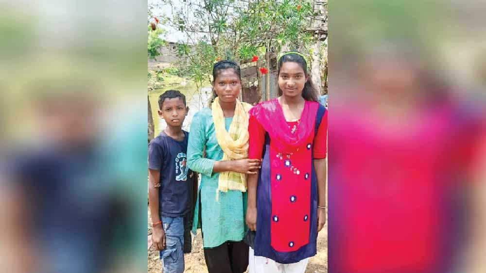 সেই তিন জন। সুভাষ মুর্মু, সোনা মুর্মু ও সুদীপা সোরেন।