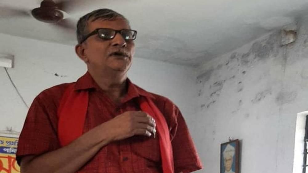 ১৯৭৮ সালে কলকাতা বিশ্ববিদ্যালয় থেকে বাণিজ্যশাখায় স্নাতক হন তন্ময়। তিনি সেন্ট জেভিয়ার্স কলেজের প্রাক্তনী।
