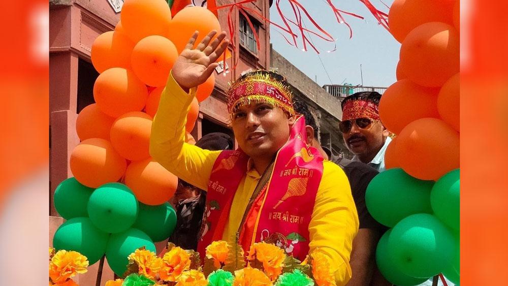 পড়াশোনা শেষ করে তিনি ব্যবসা শুরু করেন। পাশাপাশি রাজনীতিতেও হাত পাকান। ২০২১ বিধানসভা নির্বাচনে ভাটপাড়া বিধানসভা কেন্দ্রের বিজেপি প্রার্থী তিনি।