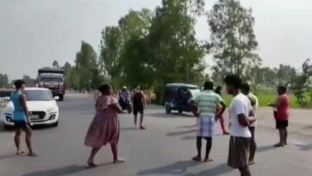 জাতীয় সড়ক অবরোধ করোনা রোগীদের।