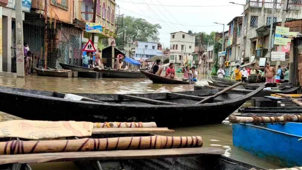 জলবন্দি গোটা এলাকা।