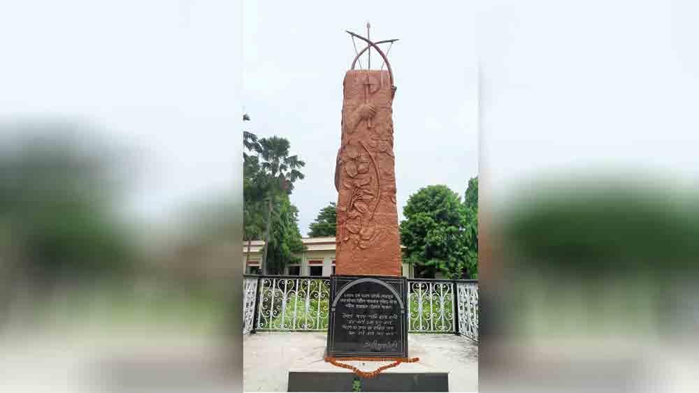 ঐতিহাসিক: বোলপুর স্টেশনের স্মৃতিস্তম্ভ