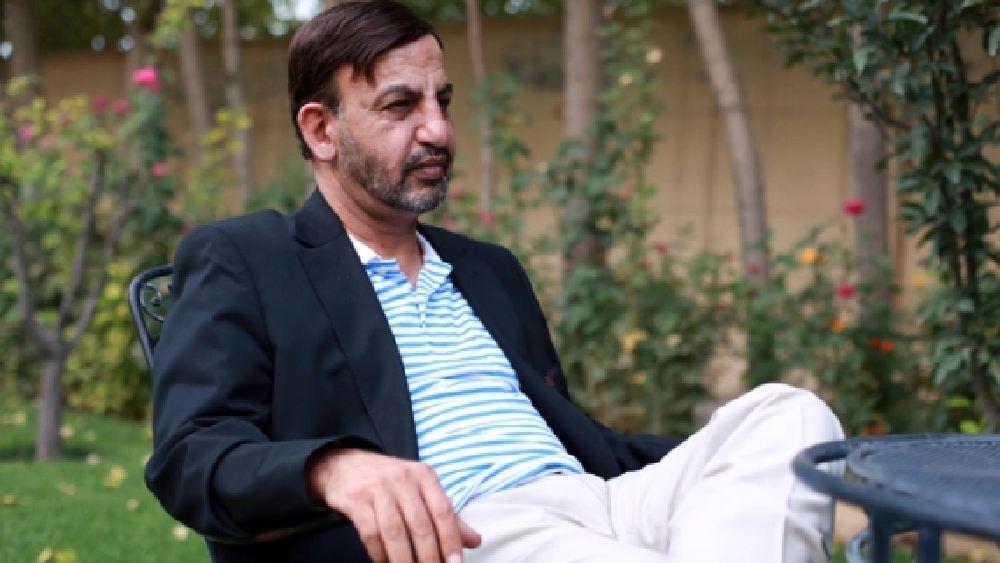 সেই ভরসার নাম হাসমত গনি। আফগানিস্তানের কোটিপতি ব্যবসায়ী হাসমত। তবে তাঁর আরও একটি পরিচয় আছে। হাসমত আসলে আফগানিস্তানের প্রাক্তন প্রেসিডেন্ট আশরফ গনির ভাই।