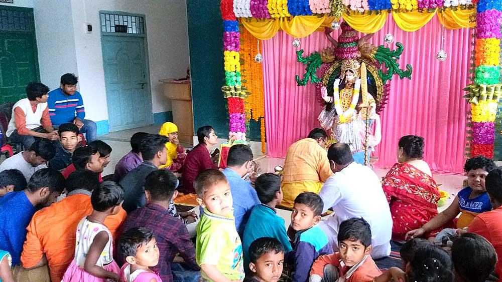 পাঞ্জারিপাড়ায় কেআইটিএম কলেজের পুজো।