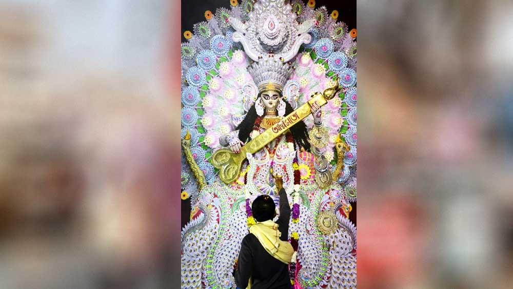 কৃষ্ণনগরের একটি প্রতিমা। মঙ্গলবার। ছবি: সুদীপ ভট্টাচার্য।