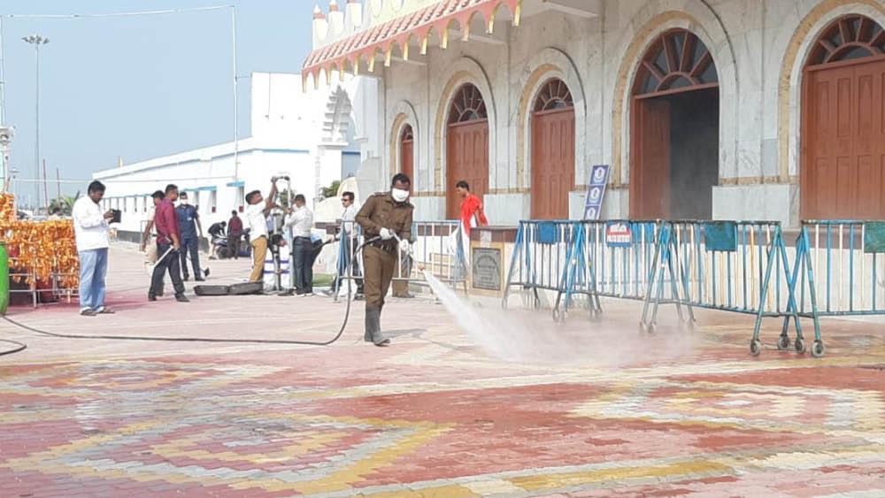 কপিল মুনির মন্দিরে পুজো দেবেন শাহ, সেখানে চলছে স্যানিটাইজেশনের কাজ।