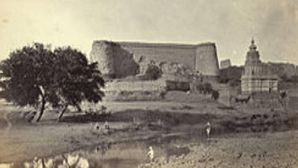 এই ঘটনা পরিচিত 'বারাণসী তাণ্ডব' নামে। বারাণসী ছেড়ে অনুচরসমেত ওয়াজির চলে গেলেন দাক্ষিণাত্যের বেরার প্রদেশে (আজকের হায়দরাবাদ)। কিন্তু সেখানে গিয়ে শেষরক্ষা হল না। ব্রিটিশ ফৌজদের হাতে ধরা পড়লেন তিনি। বন্দি ওয়াজিরকে পাঠিয়ে দেওয়া হল তৎকালীন রাজধানী কলকাতায়।
