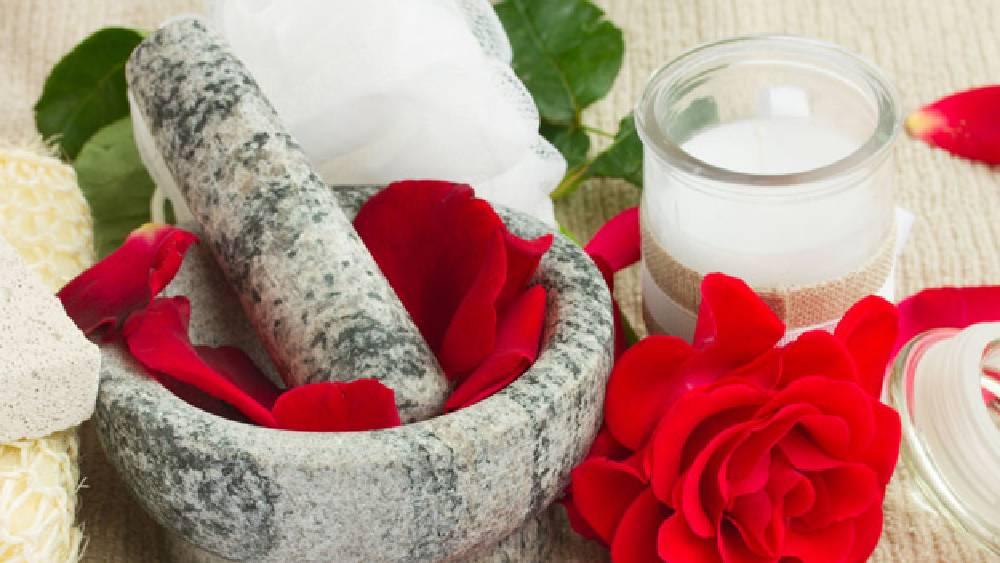 গোলাপ দিয়ে তৈরি করা যায় নানা রকম প্রসাধনী।