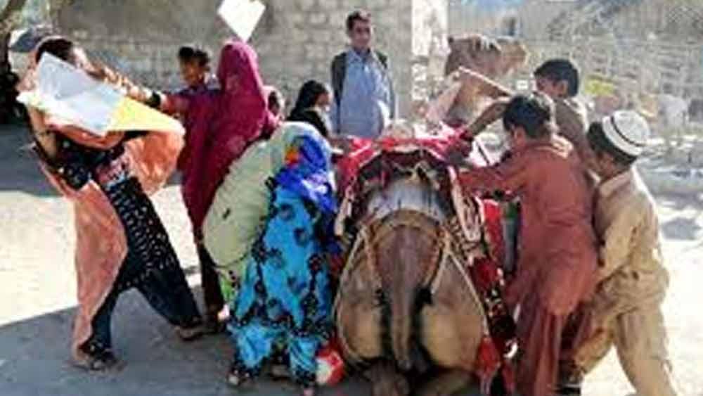পাকিস্তানের বালুচিস্তানের একটি প্রত্যন্ত জেলা কেজ। এই জেলার বেশির ভাগ মানুষই গরিব। শিক্ষার আলোও গ্রামগুলির প্রতিটি ঘরে ঢুকতে পারেনি।