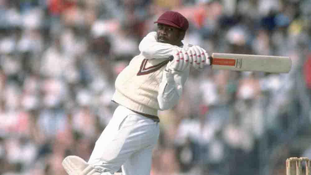 গর্ডন গ্রিনিজ: শোয়েব যে সময় ক্রিকেট খেলছেন ততদিনে গর্ডন অবসর নিয়েছেন। ওয়েস্ট ইন্ডিজের এই ক্রিকেটার ১২৮টি একদিনের ম্যাচ খেলেছেন। ১১টি শতরান-সহ তাঁর রান ৫১৩৪, গড় ৪৫.০৩।