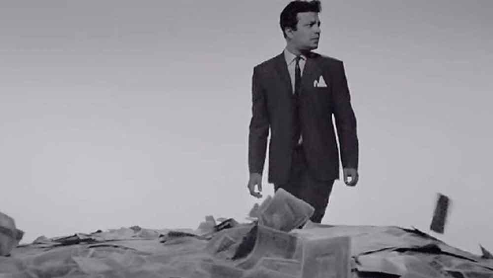 হলিউডের বিখ্যাত অভিনেত্রী এলিজাবেথ টেলর 'নায়ক' দেখার পর রীতিমতো উচ্ছ্বসিত হয়ে পড়েছিলেন। উত্তমের সঙ্গে দেখা করতেও চেয়েছিলেন তিনি। এলিজাবেথ মুগ্ধ হয়েছিলেন উত্তমের অভিনয়ে।