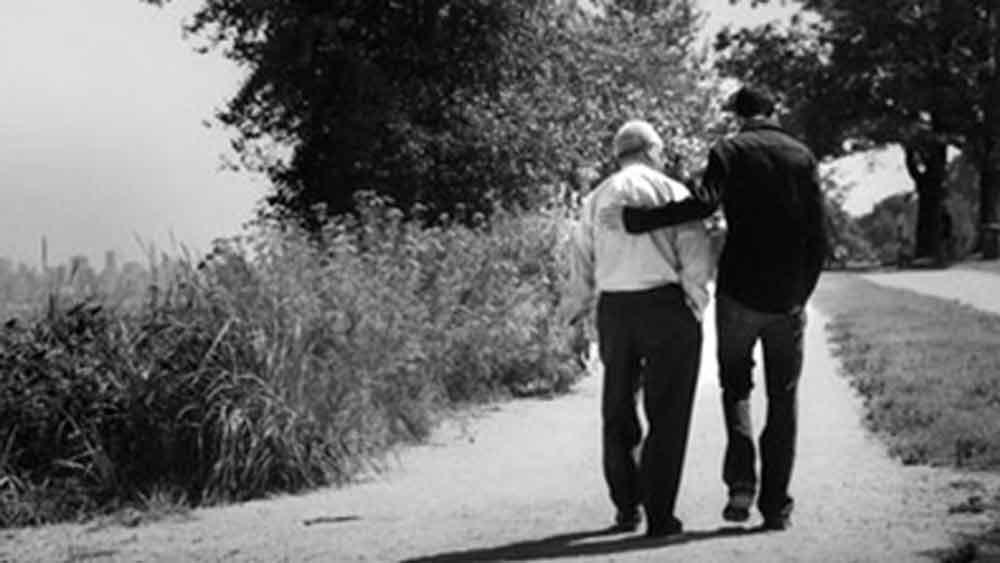 নতুন পরিবেশের সঙ্গে একটু একটু করে মানিয়েও নিলেন। নাতি রবির সঙ্গে দাদুর বেশ বোঝাপড়া হয়ে গিয়েছিল।
