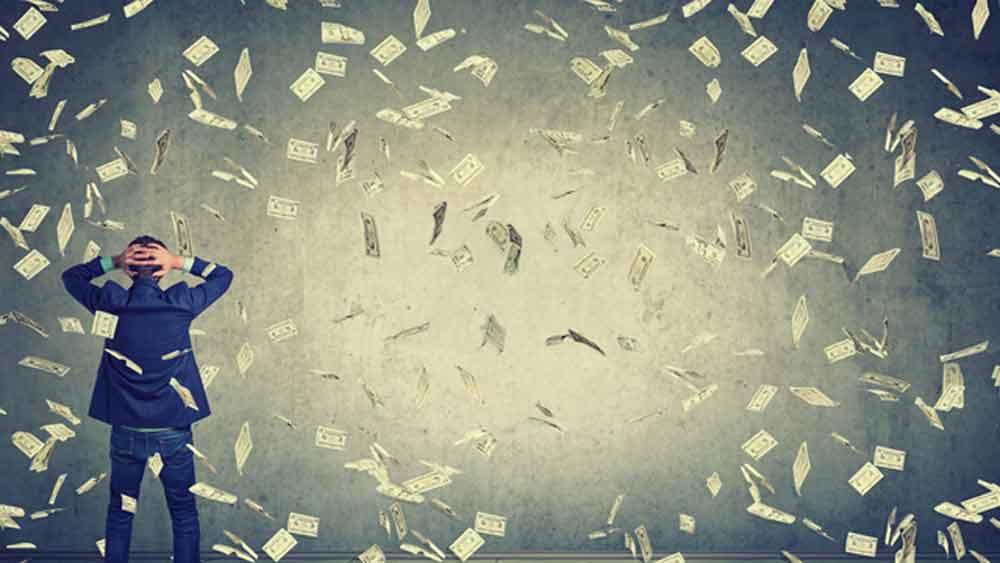 এর পর ওই ব্যক্তি কী করেছিলেন? টাকা উদ্ধার করতে পেরেছিলেন? না কোমা থেকে ফিরে ১৩০ কোটির মালিক হয়ে তাঁর ফের কোমায় যাওয়ার পরিস্থিতি তৈরি হয়েছিল কি না তা অবশ্য জানা যায়নি।