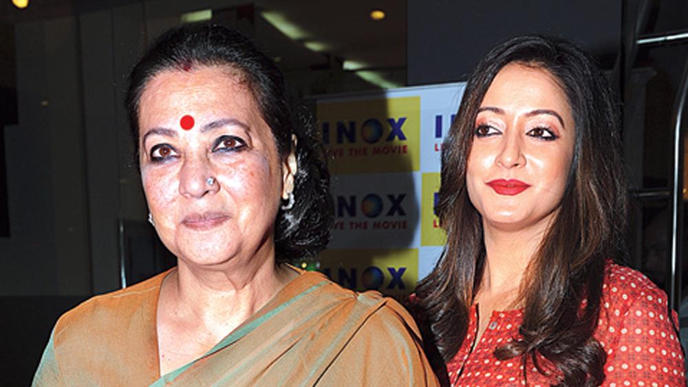 মুনমুন সেন এবং রাইমা সেন।