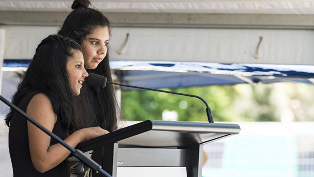 অস্ট্রেলিয়ার টুউম্বাতে মা-বাবার সঙ্গে থাকে তারা। সেখানেই তাদের জন্ম, পড়াশোনা।