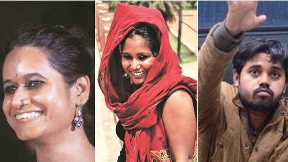 'পিঞ্জরা তোড়'-এর দুই সদস্য দেবাঙ্গনা, নাতাশা এবং জামিয়া মিলিয়ার ছাত্র আসিফ ইকবাল তানহা।