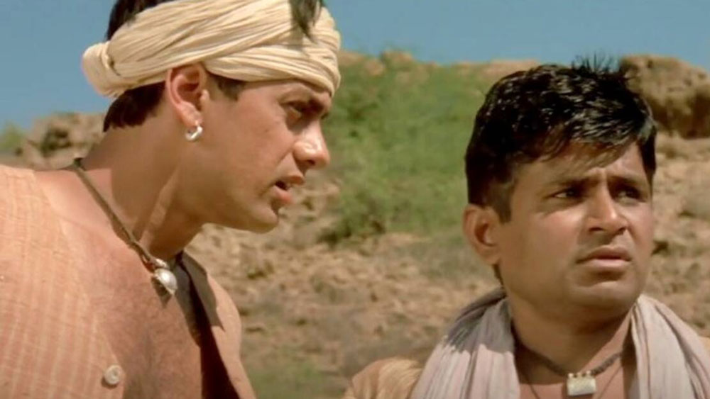 'সালাম বম্বে', 'লগান', 'ওয়াটার' এবং 'নিউটন'- তাঁর সবচেয়ে প্রশংসিত ছবি। ভাল অভিনয়ের জন্য 'সিলভার পিকক বেস্ট অ্যাক্টর অ্যাওয়ার্ড' পেয়েছেন। খুব কম ভারতীয়ই এই পুরস্কার পেয়েছেন। তিনি 'লগান'-এর ভুরা। রঘুবীর যাদব। ওই ছবিতে তাঁর পারিশ্রমিক ছিল ২ লাখ টাকা।