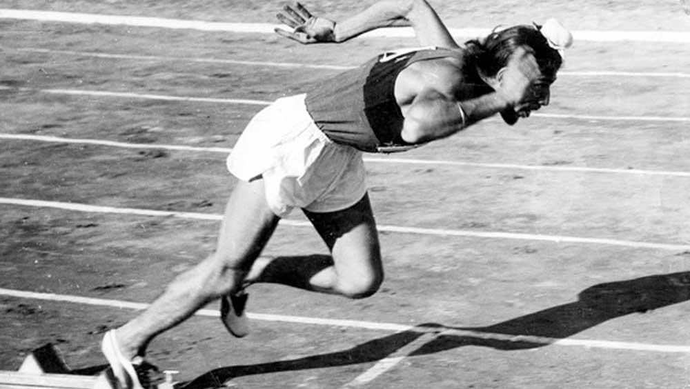 মিলখা প্রথম অলিম্পিক্সে নামেন ১৯৫৬ সালে মেলবোর্নে। কিন্তু প্রথম পর্বেই ছিটকে যান তিনি। কমনওয়েলথে সোনা জিতে ১৯৫৮ সাল থেকে পরিচিতি পেতে শুরু করেন মিলখা। ১৯৬০ সালে রোম অলিম্পিক্সে চতুর্থ স্থান অর্জন করেন তিনি। একটুর জন্য পদক পাননি। ৪০০ মিটার দৌড়েছিলেন ৪৫.৭৩ সেকেন্ডে। জাতীয় রেকর্ড গড়েছিলেন মিলখা।