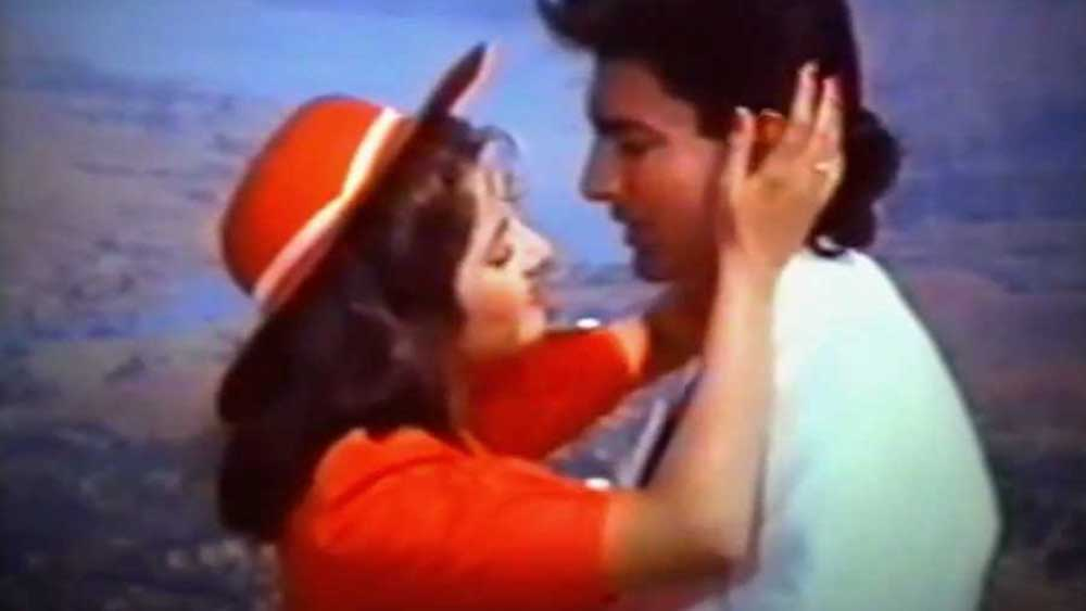 'দিলওয়ালে কভি না হারে', 'মেরি আন', 'প্ল্যাটফর্ম', 'দরার', 'দাদা', 'হোগি প্যায়ার কি জিত', 'হমরাজ'-এর মতো একাধিক ছবিতে অভিনয় করেছেন তিনি। কিন্তু সবেতেই তিনি পার্শ্বচরিত্রে অভিনয়ের সুযোগ পেয়েছিলেন।