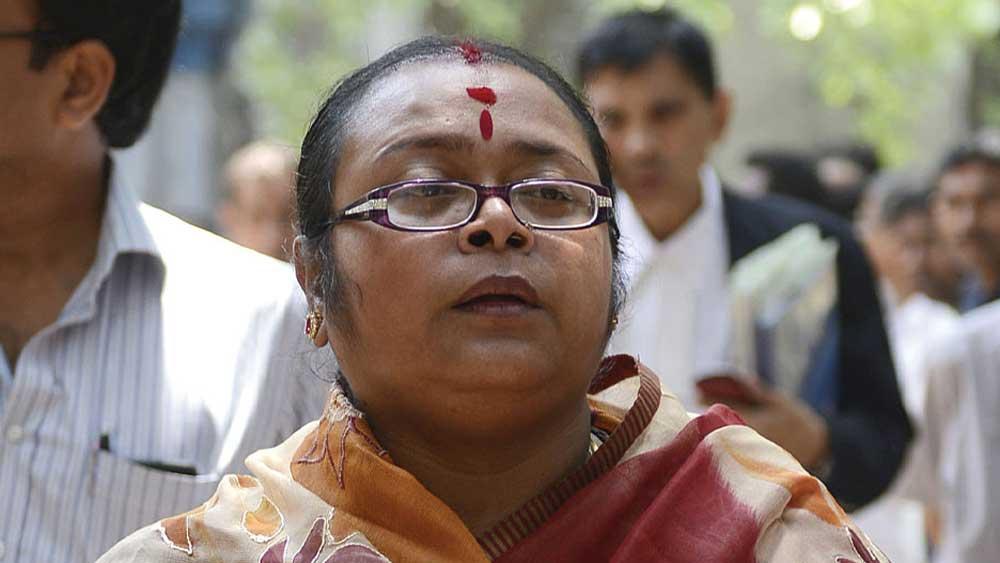 সোনালি গুহ।