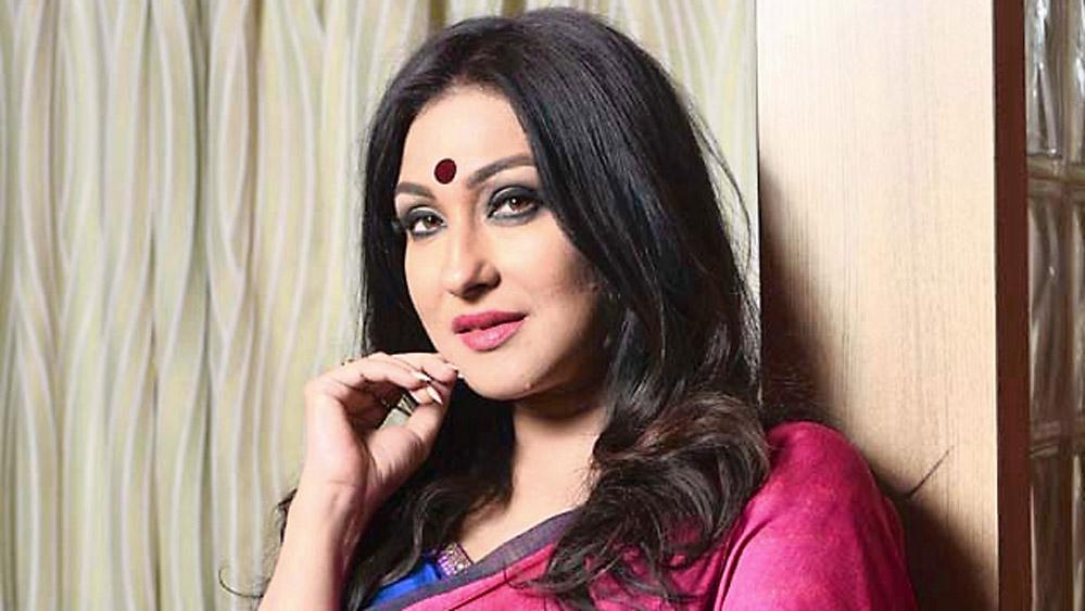 রূপকথার গল্প 'শ্বেত কপোত'-এ প্রথম অভিনয় কুশল চক্রবর্তীর বিপরীতে। তার পর 'আন্দোলন', 'সিনেমাওয়ালা', 'সীমানা ছাড়িয়ে', 'হরতনের গল্প'-এর মতো টেলিসিরিজে অভিনয়। প্রথম ছবিতে অভিনয় ১৯৯২ সালে, 'শ্বেত পাথরের থালা' ছবিতে। ক্রমে সময়ের সঙ্গে তিনি দেখিয়ে দিলেন টেলিভিশন থেকে এসেও সিনেমায় সফল হওয়া যায়।