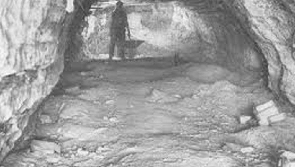 সেই থেকেই গুহার নামকরণ হয় 'কেভ অব হরর'। ওই যুদ্ধে প্রায় ৫ লাখ ইহুদি মারা গিয়েছিলেন। মৃত্যুভয়ে এলাকা ছেড়ে পালিয়েছিলেন অনেকে।