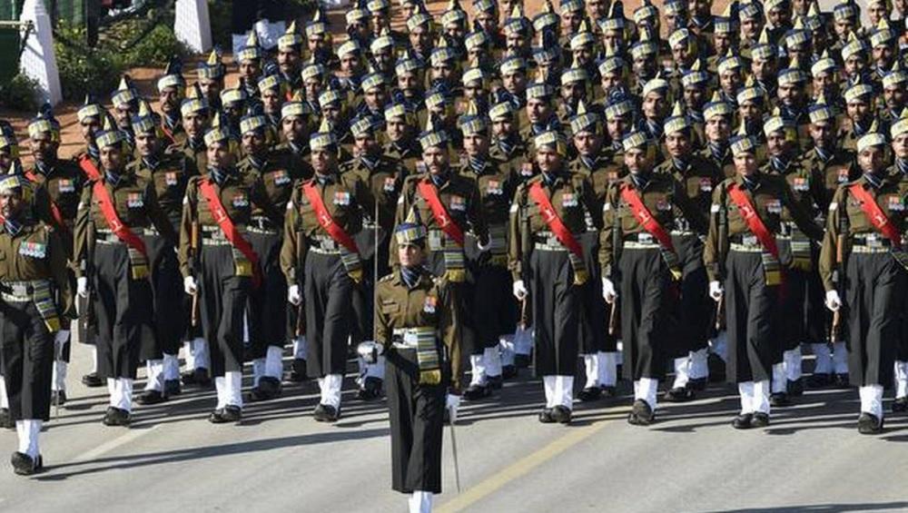 কুচকাওয়াজে ভারতীয় সেনাবাহিনী। —প্রতীকী ছবি।