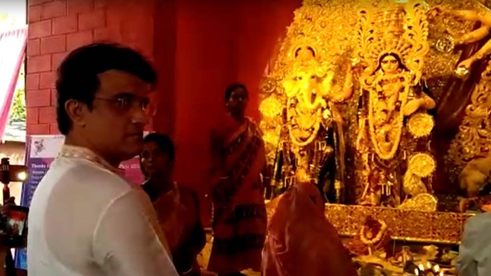 পাড়ার পুজোয় সৌরভ