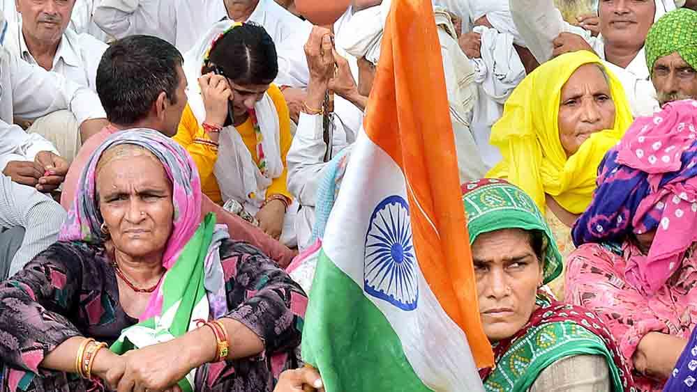 নয়া কৃষি আইনের প্রতিবাদে কৃষক মহাপঞ্চায়েতে শামিল মহিলারাও। রবিবার মুজফ্ফরনগরে।