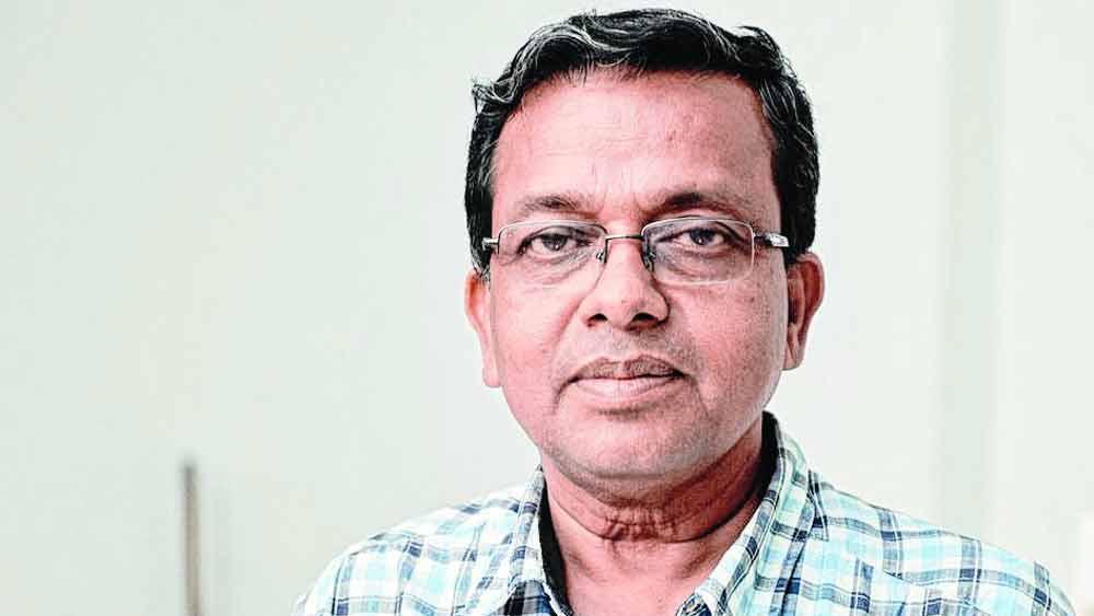 যাদবপুর বিশ্ববিদ্যালয়ের অধ্যাপক অম্বিকেশ মহাপাত্র