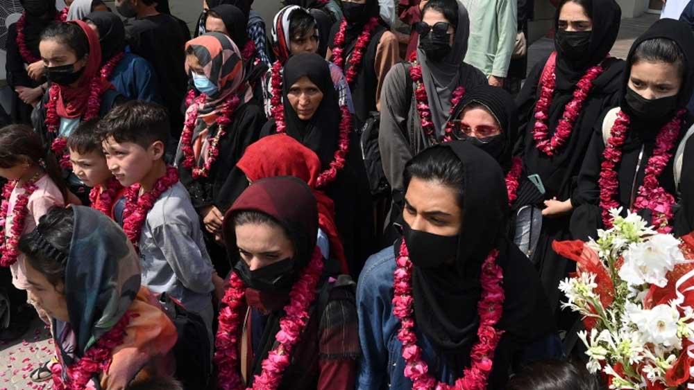 লাহোরে আফগান যুব মহিলা দল।