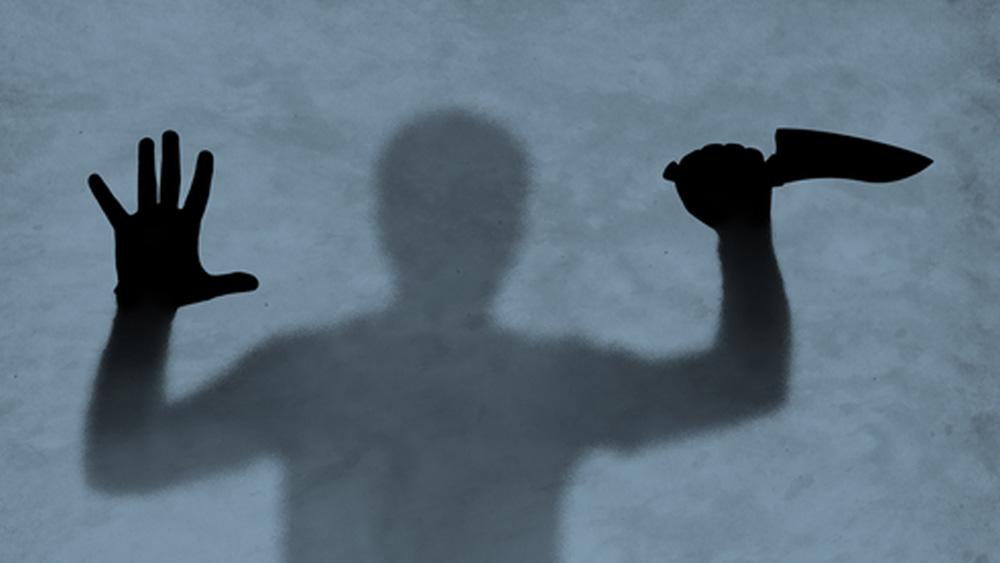 বহু দিন ধরেই এই রহস্যের কোনও উত্তর খুঁজে পাওয়া যায়নি। প্রথম প্রথম তদন্তকারীদের অনুমান ছিল, এটা কোনও ধারাবাহিক খুনির কাজ। খুন করে পা কেটে এ ভাবেই হয়তো দেহাংশ সমুদ্রে ভাসিয়ে দিত। স্রোতের সঙ্গে ভেসে যা পৌঁছে যেত ব্রিটিশ কলম্বিয়ার সমুদ্রসৈকতে।