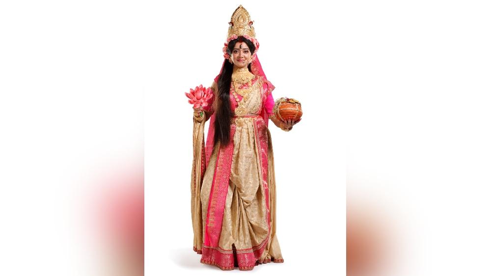 শ্রীপর্ণা রায়: 'কড়িখেলা' ধারাবাহিকের পারমিতাকে দেখা যাবে দেবী অন্নপূর্ণা রূপে। এখানে দেবী অন্নদাত্রী।