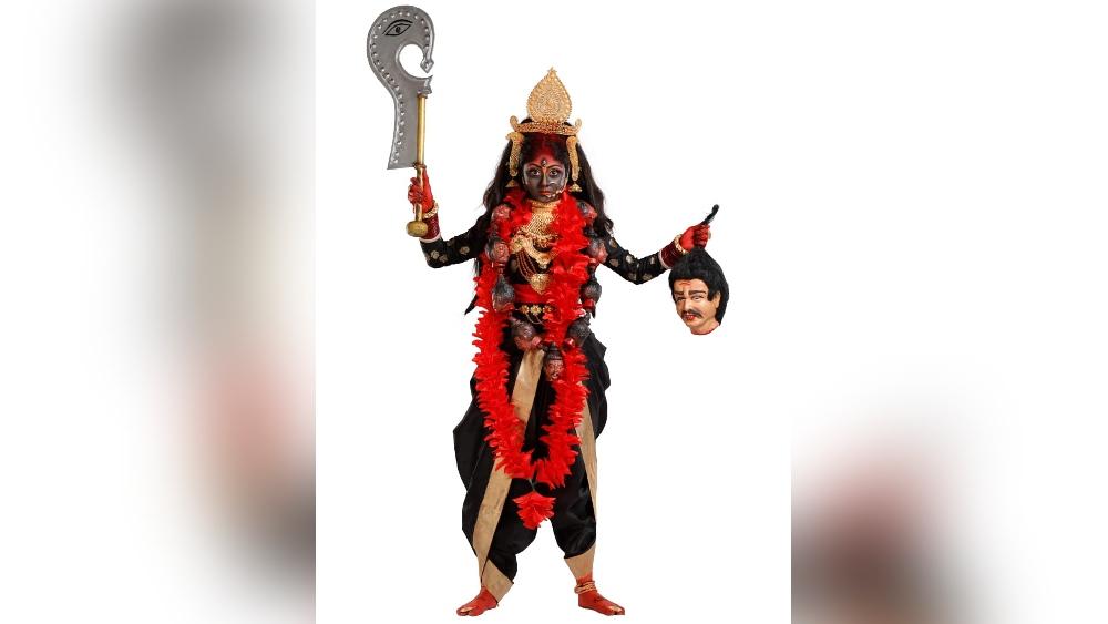 সুস্মিতা দে: শ্যামবর্ণা, মুক্তকেশী, মুণ্ডমালা পরে কালী সেজে উঠবেন 'অপরাজিতা অপু' ধারাবাহিকের সুস্মিতা।