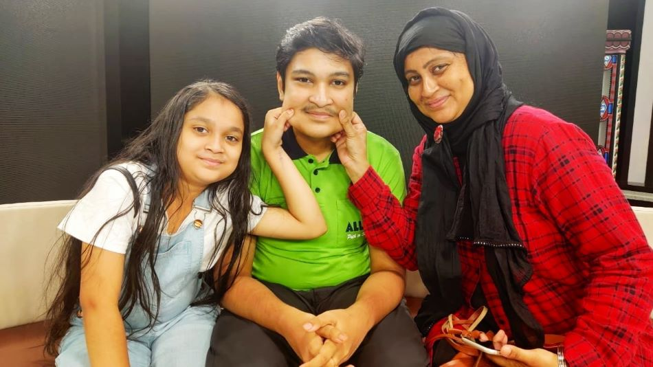 Shoaib with his mother and sister.  SOURCE: Twitter