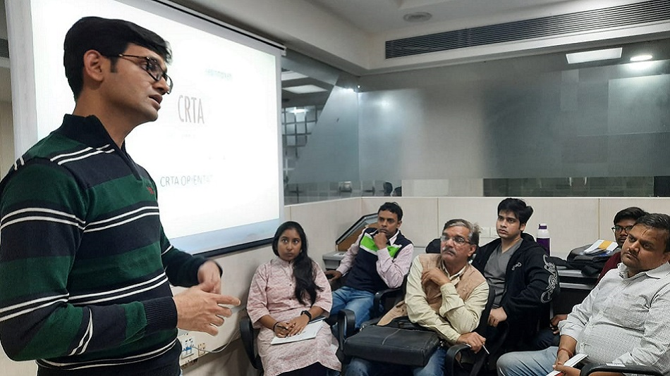 Vineet Patawari, CEO of Elearnmarkets, taking a class before the pandemic. Source: Elearnmarkets